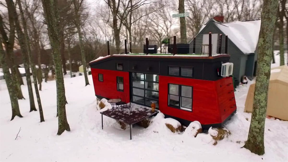 A Boston model moving out west builds his tiny dream home.